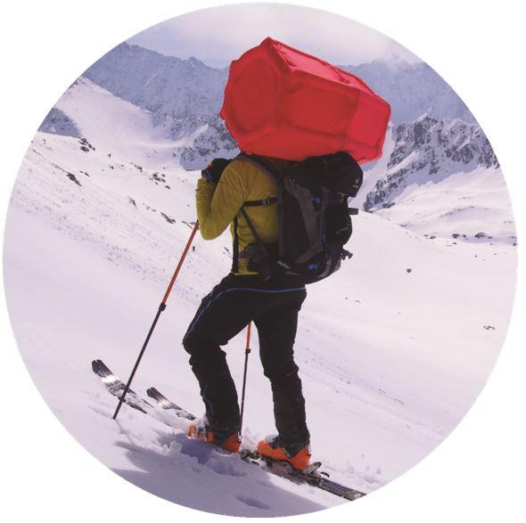 Systemu poduszki lawinowej nie w plecaku, ale w specjalnej niewielkiej pneumatycznej kamizelce ratunkowej-uprzęży