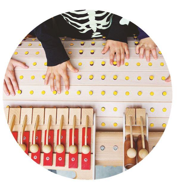 Musicon - instrument i zabawka, urządzenie mechaniczne, pozwalające dzieciom odkrywać dźwięk